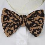 Knitted bow tie in leopard ..